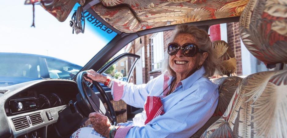 Osemdesiatročná Julia sa vybrala z Kapského Mesta do Londýna na starej Corolle