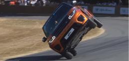 Range Rover Sport prešiel celú trať v Goodwoode na dvoch kolesách