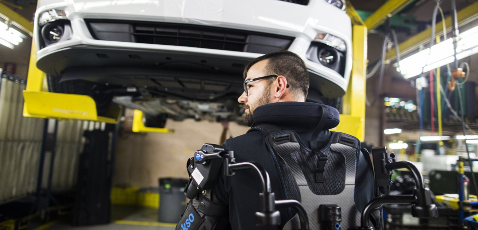 Zamestnancom Fordu pomáha špeciálna vesta EksoVest