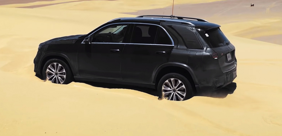Zapadnutý v piesku? Nový Mercedes GLE z neho vyskáče (video)