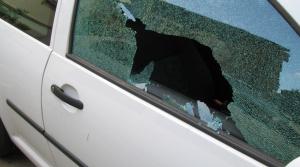 Za rozbité okno pri záchrane vám hrozia problémy. Čo na to polícia?