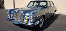 Elvisov Mercedes ide do dražby. Môže byť váš už za euro