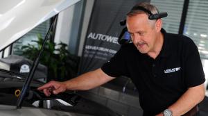 Lexus naživo ukáže zákazníkom pohľad na opravu očami technika