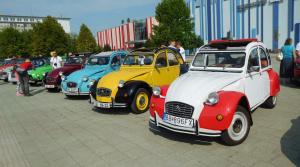"""Legendárne Citroeny 2CV """"kačica"""" sa stretli na zraze v okolí Lučenca"""