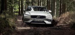Krásne kombi Volvo V60 prichádza aj v terénnej verzii Cross Country