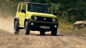 Suzuki Jimny ostáva pravým offroadom, ale s modernými asistenčnými systémami