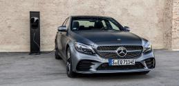 Mercedes nasadí naftový plug-in hybrid. S vypaľovaním filtra pevných častíc problém nebude