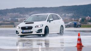 So Subaru sme sa učili efektnú otočku pri cúvaní