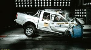 Africký Nissan NP300 Hardbody posádke nedá šancu. V crash teste získal nula hviezdičiek a nulové skóre