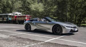 Test BMW i8 Roadster: Plátenná strecha ešte zvýraznila dizajn