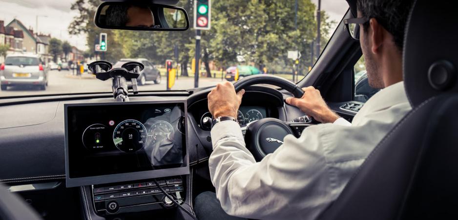 S vozidlami Jaguar Land Rover prídete presne na zelenú