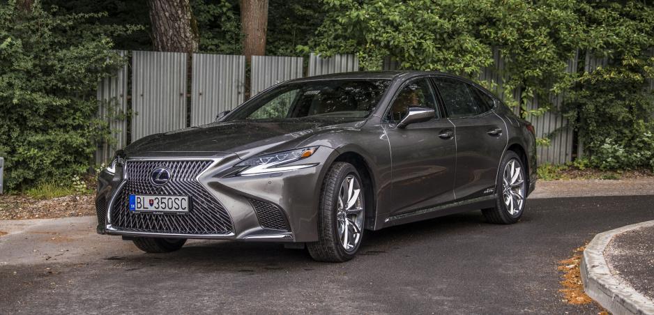 Test: Lexus LS 500h poteší skôr majiteľa vzadu, ako šoféra vpredu