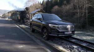 Test: Hmotnosť Volkswagenu Touareg v zákrute cítiť, ale poradí si aj vo vysokom tempe