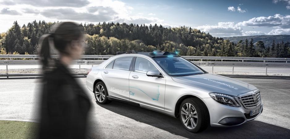 """Autonómny Mercedes s vami nadviaže """"očný"""" kontakt"""