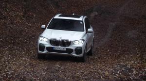 Test: BMW X5 v teréne dobieha zameškané
