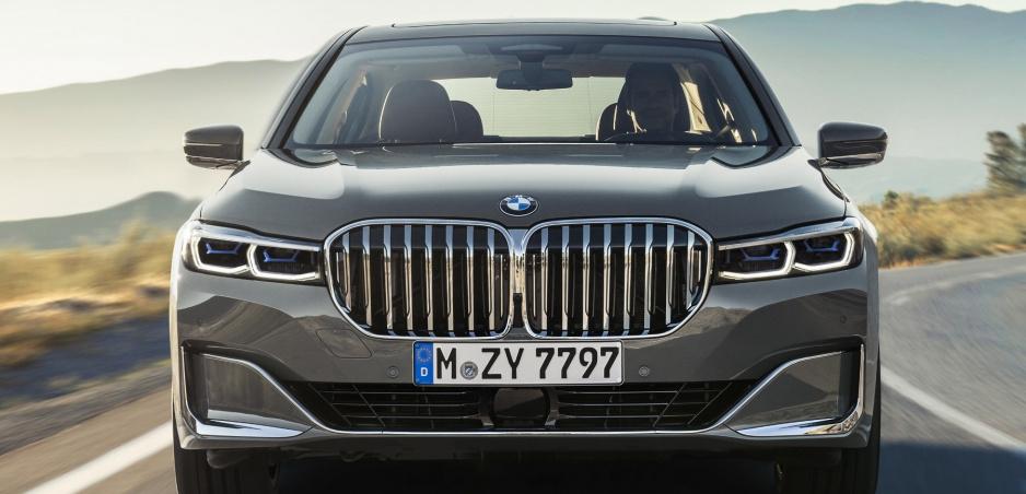 Pozrite si modernizované BMW radu 7 na oficiálnych fotografiách