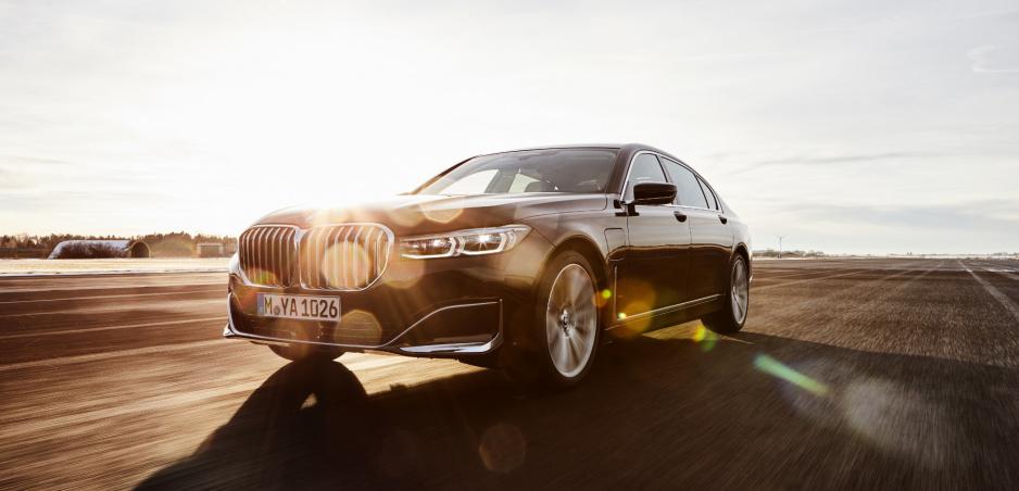 BMW prezradilo detaily o výkonnom plug-in hybride radu 7