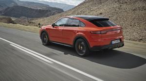 Porsche predstavilo Cayenne Coupé a zaútočilo na BMW X6