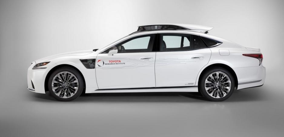 Lexus predstaví plne autonómne auto možno už budúci rok
