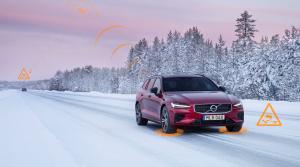 Volvo vďaka komunikácii medzi autami upozorní šoféra na klzkú vozovku