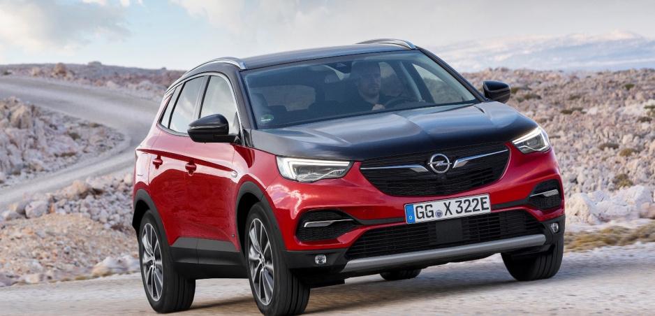 Opel Grandland X dostane plug in hybridný pohon a elektrickú štvorkolku