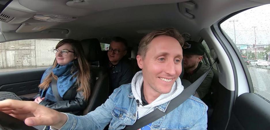"""Sajfa s Truhlíkom boli v novom FUN TESTE taxikármi. Na novom Citroëne zviezli toho, kto mal v mene """"C"""""""