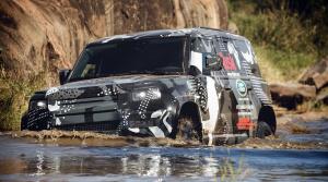 Maskovaný prototyp nového Land Roveru Defender pomáha s ochranou levov v Afrike