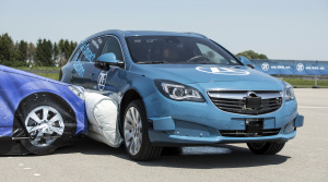ZF predstavil externý bočný airbag, výrazne zníži závažnosť zranení