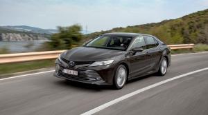 Najpredávanejší sedan je po 14 rokoch späť v Európe. Pozrite si históriu Toyoty Camry