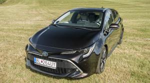 Test Toyota Corolla sedan vs. kombi: Dve Corolly, dva hybridy a dve super spotreby