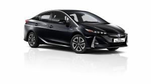 Toyota vylepšila plug in hybridný Prius, dostal sedadlo navyše