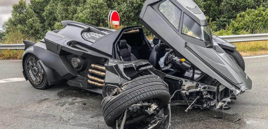 YouTuber zničil Batmobil za milión eur. Mal nehodu s Renaultom
