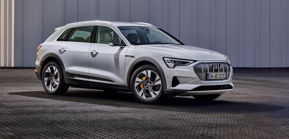 Audi prichádza s lacnejšou verziou elektromobilu e-tron