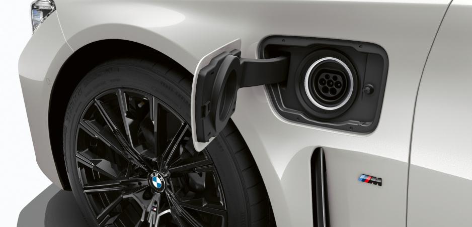 Príde model BMW i7? Automobilka plánuje elektrifikovať vlajkovú loď
