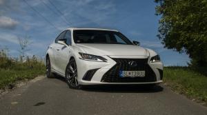 Test: Lexus ES 300h klame agresívnou maskou, verte jeho ladnej siluete