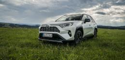 Test: Toyota RAV4 už nemá naftový motor. Dokáže ho hybrid nahradiť?