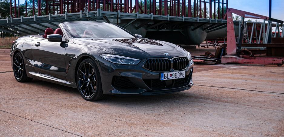 Test BMW M850i xDrive Cabrio: Na toto auto by mali dávať zbrojný preukaz