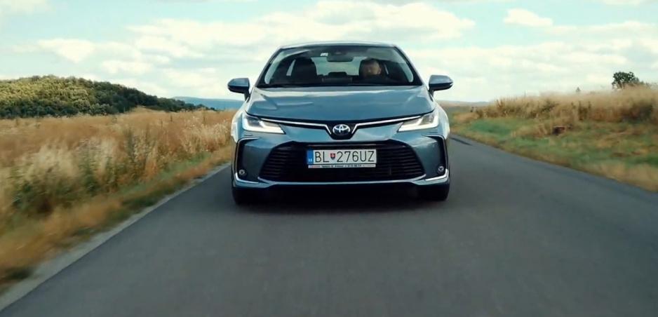 Test: Toyotu Corollu Hybrid sedan sme vyskúšali na rôznych typoch ciest
