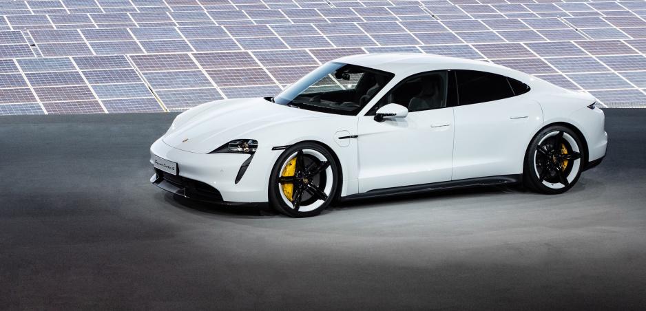 Porsche Taycan predstavené: Na scénu prídu hneď tri verzie