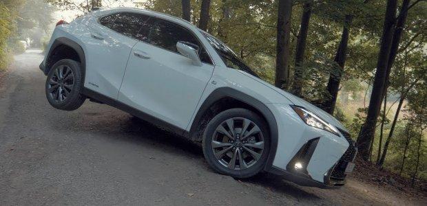 Test: Lexus UX 250h AWD je mestský prieskumník