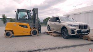 Test: BMW X7 M50d sme prevetrali na rôznych typoch povrchu