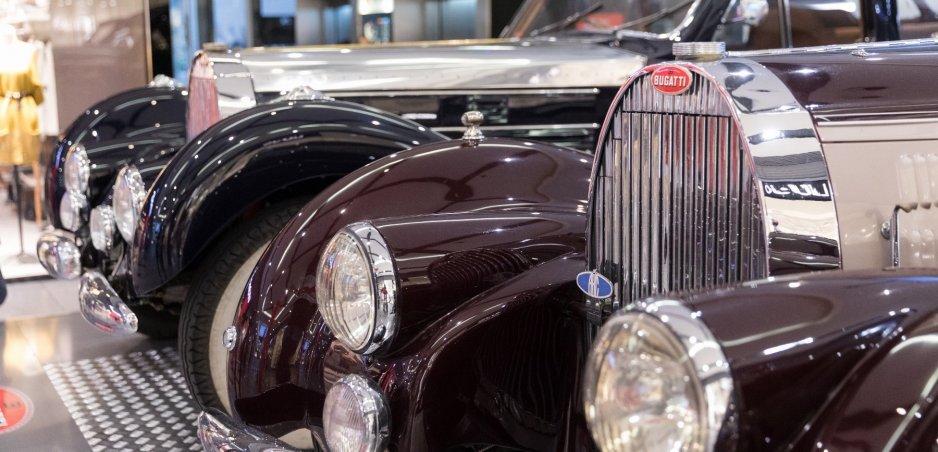 """Výstava """"Žijeme Bugatti"""" zavítala do Bratislavy. Pozrite si 18 historických modelov na fotkách"""