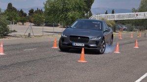 Jaguar I-Pace v losom teste nepresvedčil a zablokoval vonkajšie predné koleso