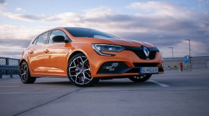 Test Renault Megane RS Trophy: 300 koní a predávkovanie adrenalínom