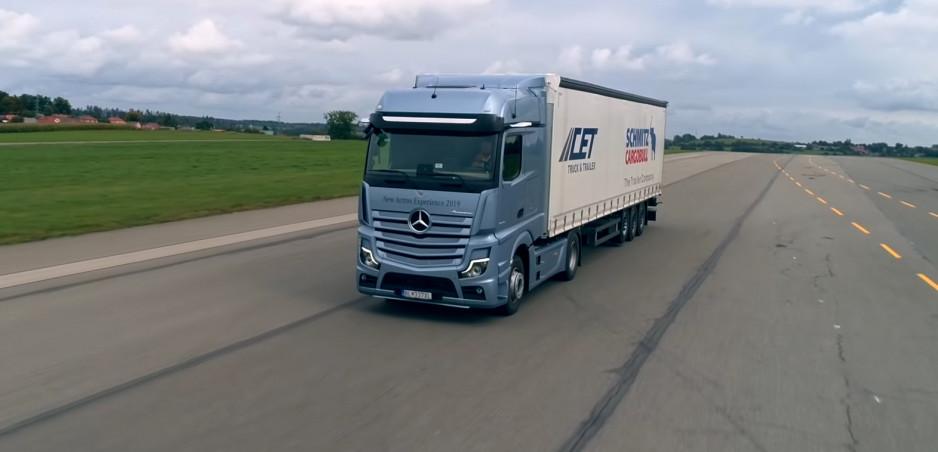 Vyskúšali sme si jazdu v kamióne Mercedes Benz Actros