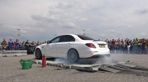 Ako zničiť pneumatiky v priebehu sekúnd? Toto AMG vám to ukáže