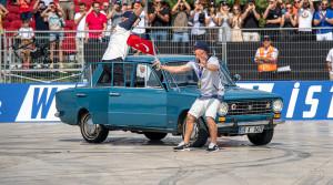 Starý Fiat driftuje? Pozrite si video z Red Bull Car Park Drift