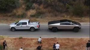 Tesla Cybertruck porazila Ford F-150. Férový súboj to ale nebol