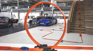 Jaguar ukázal nový F-Type aj s pomocou 232 metrovej trate Hot Wheels®
