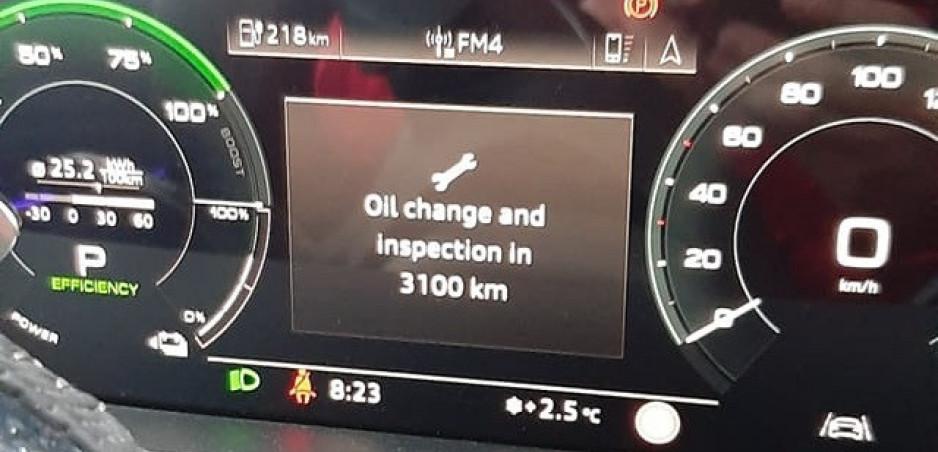 Olej do elektromobilu nepatrí, ale Audi e-tron jeho výmenu vyžaduje